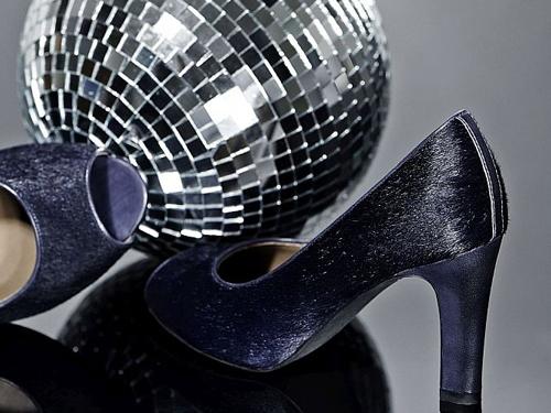Cu pantofii potriviţi, vei fi vedeta petrecerilor de iarnă!